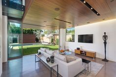 Contemporary House by Michael Kovac in Santa Monica California 9