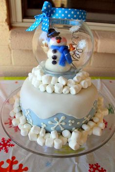 Cutest snowglobe cake ever....