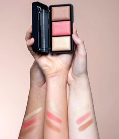 ✨PERFECT GLOW✨ Mit der L.O.V x Laetitia Lemak Sculpting Glow Palette zauberst Du Dir tolle Farbe und ein natürliches Strahlen auf die Wangen💖 --- ✨PERFECT GLOW✨ Achieve fresh colour and the perfect glow on your cheeks with the L.O.V x Laetitia Lemak Sculpting Glow Palette💖 --- #kosmetik4less #lov #lovcosmetics #lovxlaetitialemak #scupltingglowpalette #makeup #kosmetik #beauty #instabeauty #instamakeup #blush #bronzer #highlighter #crueltyfreemakeup #drugstoremakeup #crueltyfree Makeup Trends, Glow Palette, Flawless Face, Cruelty Free Makeup, Drugstore Makeup, Bronzer, Insta Makeup, Sculpting, Frugal