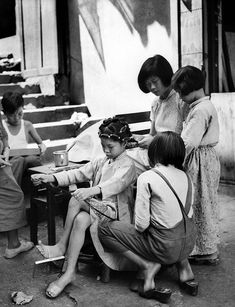 1950s Hong Kong Street Life Captured By Ho Fan