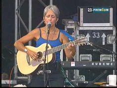 Live at Festival des Vieilles Charrues, Carhaix, Bretagne, FRANCE, 2000.  Suzanne