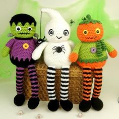 With this pattern by Moji Moji design you will lear how to knit a Halloween Longlegs Dolls - Amigurumi Crochet Pattern step by step. It is an easy tutorial about frankie to knit with crochet or tricot. Crochet Amigurumi, Amigurumi Patterns, Amigurumi Doll, Doll Patterns, Crochet Toys, Feliz Halloween, Halloween Doll, Halloween Crafts, Halloween Halloween