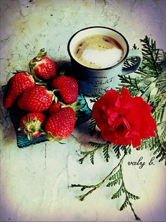 Valy B. Good Morning Happy Saturday, Fruit Love, Coffee Cafe, Chocolate, Flower Arrangements, Strawberry, Food And Drink, Ethnic Recipes, Sweet