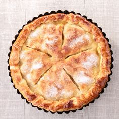 A classic apple pie recipe - piled high with apples and nestled in a flaky sugar-topped crust. Gourmet Apples, Apple Pie Recipes, Apple Pies, Tasty, Yummy Food, Breakfast Dessert, Pumpkin Spice Latte, Vegan Sweets, Dessert Recipes