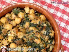 Los garbanzos con espinacas es una de las recetas más clásicas de Andalucía, sobre todo en Sevilla donde se suele servir como tapa. Sprouts, Tapas, Chicken, Meat, Vegetables, Cooking, Recipes, Food, Chorizo