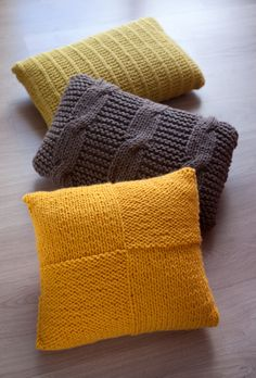 Simple, knit throw pillows in yellow, green, and purple Arm Knitting, Knitting Patterns, Crochet Patterns, Knitting Needles, Knitted Cushions, Knitted Blankets, Crochet Pillow, Knit Crochet, Crochet Hooks