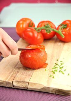 Peler, épépiner et faire dégorger les tomates simplement. Découvrez plus  d astuces Bridélice sur www.bridelice.fr les-astuces 50be27fc92f
