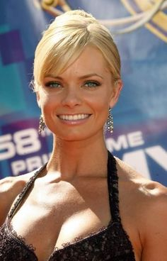 Jaime Pressly Photos - Actress Jaime Pressly arrives at the Annual Primetime Emmy Awards at the Shrine Auditorium on August 2006 in Los Angeles, California. Female Actresses, Beautiful Actresses, Actors & Actresses, Actrices Blondes, Jaime King, Redneck Girl, Half Man, Celebs, Celebrities