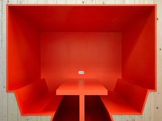 Workspace: Chemelot Campus, Building 24 by Studio Niels & Broekbakema on despoke… – Office İnspiration Agency Office, Office Logo, Corporate Interiors, Office Interiors, Diner Booth, Office Workspace, Office Spaces, Workspace Inspiration, Design Inspiration