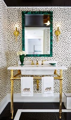 Lift your powder room or loo with a fresh and unfailingly cheerful bathroom wallpaper. Browse these stunning bathroom wallpaper ideas. Powder Room Decor, Powder Room Design, Bad Inspiration, Bathroom Inspiration, Bathroom Ideas, Design Bathroom, Bathroom Furniture, Bathrooms Decor, Bathroom Makeovers