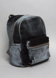 ha gustado la forma de esta mochila y tambien el tipo de lavado industrial del denim