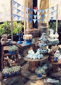 We're here to help you pick the perfect blue baby shower gown! Just like pink, blue is an extremely popular baby shower theme color. Baby Shower Azul, Shower Bebe, Boy Baby Shower Themes, Baby Boy Shower, Shower Party, Baby Shower Parties, Art Festa, Mason Jar Candy, Vintage Mason Jars