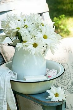 nothing says summer like daisies!