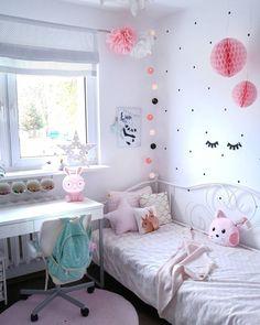 Absoluter Mädchentraum ! Bei dem liebevoll eingerichtetem Kinderzimmer fühlt sich jeder wohl. Die Dots an der Wand geben dem Zimmer den letzten unaufwendigen Schliff. Einfach dran kleben und fertig. Danach fehlt nur noch eine Gute Nacht Geschichte ;) // Kinderzimmer Ideen Girlsroom Mädchen Rosa Pink Sweet #KinderzimmerIdeen #Mädchen #Rosa #Kidsroom @so.very.me.and.home