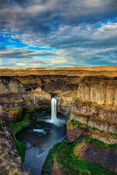 Hermosa cascada - Washington.