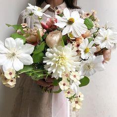 Bouquets   #Regram via @B1Ja7lSgFP5 Bloom Where You Are Planted, Bouquets, Floral Wreath, Wreaths, Plants, Home Decor, Floral Crown, Decoration Home, Bouquet