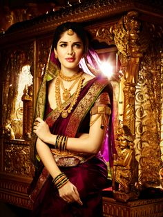 Traditional Bridal sari -Wow,she looks like a royal queen Indian Bridal Sarees, South Indian Sarees, Indian Bridal Wear, Indian Wear, Marathi Bride, Marathi Wedding, Saree Wedding, Marathi Saree, Maharashtrian Saree