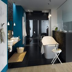 A popular bathroom accessory: a wooden slatted mat at the lavatory. #hansgrohe