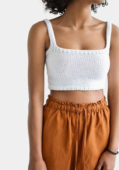häkeln Square Neck Crop Top, Minimal Knit Top, Knit Bralette To… – The Best Ideas Summer Knitting, Hand Knitting, Knitting Ideas, Knitting Patterns, Crochet Crop Top, Knit Crochet, Crochet Top Outfit, Crochet Summer Tops, Easy Crochet