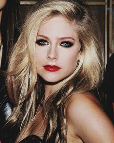 Eu idolatro muito a Avril, eu tenho que parar com isso...
