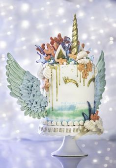 This is so pretty. I wouldn't even eat it. Mermaid Unicorn Cake.