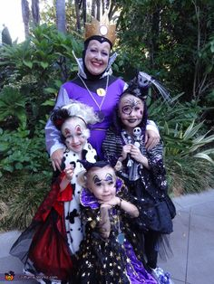 Disney Villains - Halloween Costume Contest at Costume-Works.com  sc 1 st  Pinterest & Family Halloween Costume Idea: Dress up as Disney Villains! Jafar ...