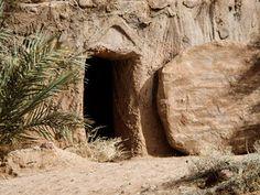 Jesus is Alive! :: The resurrection of Jesus and the empty tomb (Matthew Mark Luke John Jesus Is Risen, He Is Risen, Jesus Christ, Free Bible Images, Christian Calendar, Empty Tomb, Jesus Is Alive, Paintings, Easter