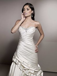 Different Styles Of Wedding Dresses. There are several designs of bridal gown, practically as many styles of wedding dresses as there are shapes of women. Elegant Wedding Dress, Best Wedding Dresses, Cheap Wedding Dress, Bridal Dresses, Elegant Gown, Dress P, Dress For You, Satin Gown, Gowns Of Elegance