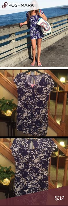 Lilly Pulitzer blue and white dress XS Super comfy soft T-shirt dress. Roomy and non-clingy. Perfect for a beech cover up or casual summer day! Colors have never faded and pattern never goes out of style Lilly Pulitzer Dresses Mini