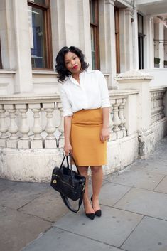 Don't overthink, opt for the basic outfits and style around a statement piece. Keep scrolling for our easy looks to try when you hate your wardrobe. Skirt Outfits, Chic Outfits, Fashion Outfits, Work Outfits, Black Girl Fashion, Look Fashion, Fashion Beauty, Fashion Wheel, Work Attire