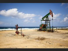 Pompes à pétrole sur la côte entre La Havane et Varadero, à Cuba Varadero Cuba, Small Island, Belle Photo, Havana, Continents, North America, Caribbean, Cathedral, Fair Grounds