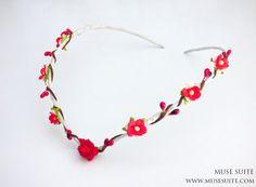 Corona de flores rojas. Tiara elfica, Corona de bosque, PIEZA ÚNICA. Muse Suite