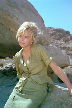 Susannah York pictures in various photo sizes. Also original and reprint movie posters, canvas and art prints. Female Actresses, English Actresses, Susannah York, Mod Girl, Got The Look, Iconic Women, Best Actress, Cannes Film Festival, Movie Stars