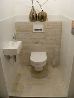 Lea Eissturm The Most Useful Bathroom Shower Ideas There are almost uncountabl Small Toilet Room, Guest Toilet, Bad Inspiration, Bathroom Inspiration, Bathroom Design Small, Modern Bathroom, Bathroom Designs, Small Bathrooms, Cloakroom Toilet Downstairs Loo