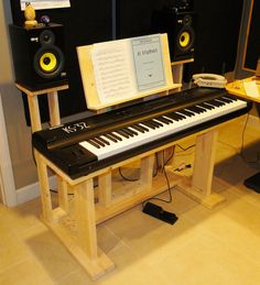 diy digital piano stand furniture pinterest shelves pianos and guitar storage. Black Bedroom Furniture Sets. Home Design Ideas
