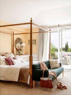 Pies de cama: cómo decorarlos Living Room, Bedroom, Furniture, Home Decor, Tulum, Bungalow Bedroom, Four Poster Bed, Bed Feet, Queen Bedroom