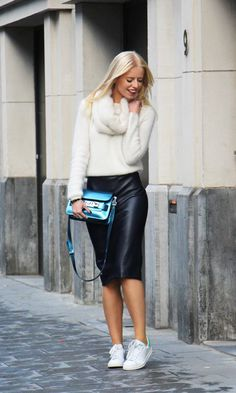 When it comes to the work wear, the pencil skirt is a timeless wardrobe must have. It whittles your waist, enhance curves, appear slimmer, and looks chic. Casual Chic Outfits, Fall Outfits, Summer Outfits, Image Fashion, Look Fashion, Autumn Fashion, How To Wear Sneakers, Skirt And Sneakers, White Sneakers