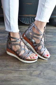 84090fea539b OTBT Wedges for the Win  We Review the Gladiator-Inspired Escapade Sandal