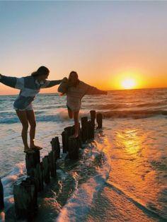 How to Take Good Beach Photos Photos Bff, Best Friend Photos, Best Friend Goals, Friend Pics, Bff Pics, Summer Dream, Summer Fun, Summer Nights, Summer Vibes