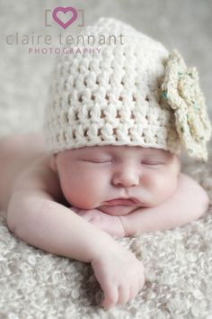 Crochet Newborn Baby Beanie Hat with flower -photo prop, cream