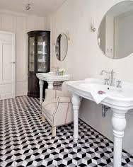 Black and White Marble Floor - Eclectic - bathroom - Nuevo Estilo Design Eclético, Floor Design, House Design, Bad Inspiration, Bathroom Inspiration, Marble Floor, Tile Floor, Black White Bathrooms, Small Bathrooms