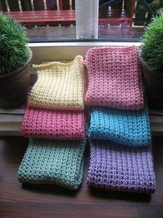Det så mange som spør etter oppskrifta på desse klutane, så no legg eg ut oppskrifta her. Finner ikkje att linken der eg fann dei. Bruk garn som er ca meter pr 50 gram. Knitted Washcloths, Knit Dishcloth, Crochet Towel, Knit Crochet, Crochet Stitch, Free Knitting, Knitting Patterns, Easy Yarn Crafts, Hardanger
