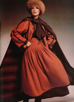 Yves Saint Laurent made fashion modest way before it became mainstream. modest fashion by Yves Saint Laurent was an audacious and liberating art. Seventies Fashion, 70s Fashion, Fashion History, Modest Fashion, Fashion Photo, Vintage Fashion, Style Fashion, Robes D'inspiration Vintage, Vintage Ysl