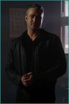 Taylor Kinney Chicago Fire, Chicago Pd, Best Tv Shows, Beautiful Men, Hot Guys, Wolf Tattoos, Snapchat, Jay, Backgrounds