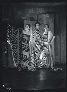 Sonia Delaunay's Fabric and Feminism - from ANOTHER mag - Simultaneous Dresses (Three women, Forms, Colours) 1925 Sonia Delaunay, Robert Delaunay, Fashion History, Fashion Art, Fashion Beauty, Vintage Fashion, Fashion Design, Cubism Fashion, 20s Fashion