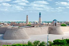 Panorama of an ancient city of Khiva, Uzbekistan. Panorama of an ancient histori , Islamic Architecture, Art And Architecture, Where The Sun Rises, Walled City, Central Asia, Paris Skyline, Beautiful Places, Places To Visit, Around The Worlds