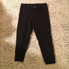 VS PINK black cropped leggings Comfy and a staple for every girls closet! Very light pilling between the legs as pictured. PINK Victoria's Secret Pants Leggings
