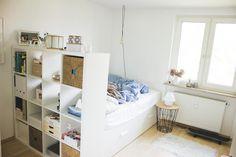 Zimmer in WG in München. Weiße Möbel, Parkett, gepflegtes Ambiente - WG Zimmer in München-Obergiesing