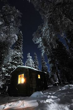 Forest cabin in the winter moonlight. Beautiful my dream house Winter Szenen, Winter Magic, Winter Time, Cabana, Forest Cabin, Cabin In The Woods, Cabins And Cottages, Mountain Homes, Winter Beauty