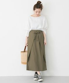 """How to make a """"wrap skirt"""" that is easy for beginners to wear and move easily Fashion Pants, Look Fashion, Hijab Fashion, Diy Fashion, Fashion Outfits, Womens Fashion, Clothes Crafts, Sewing Clothes, Dress Clothes"""